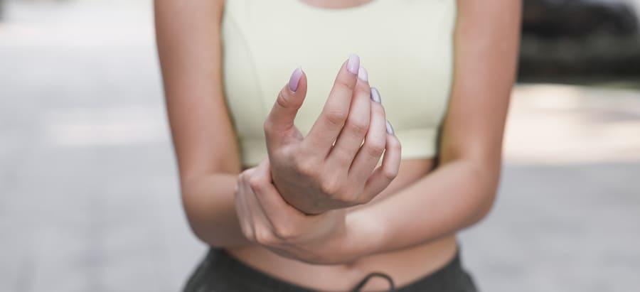 Welches Mittel hilft für Gelenke? Medikamente in Tablettenform, Kräuter- Supplemente oder Salbe für Gelenkeschmerzen? Ranking der besten Produkte.